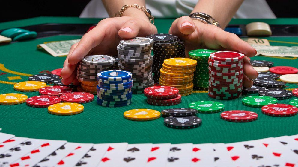 Lær at spille poker – en guide for begyndere